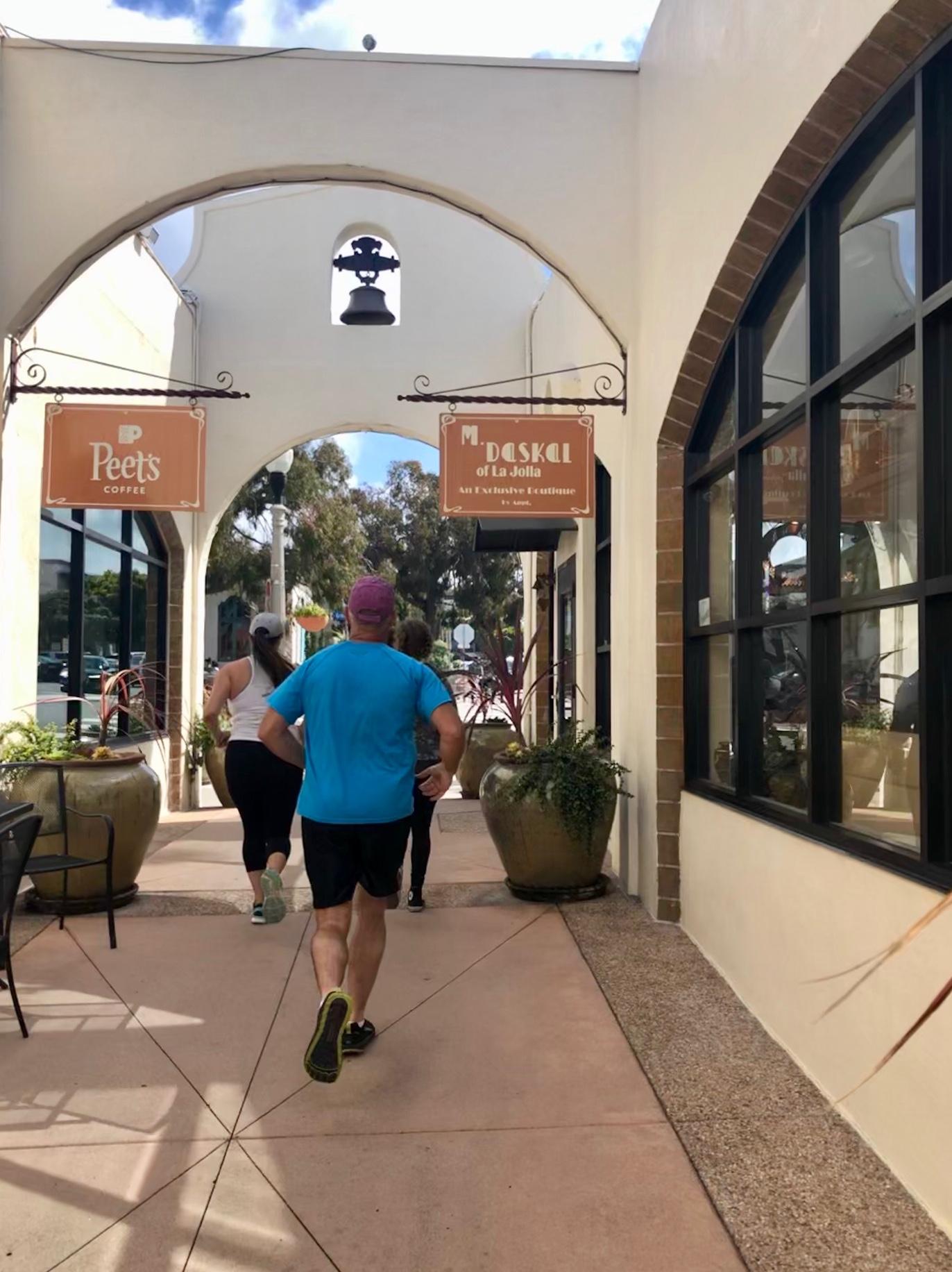 running tour La Jolla - arcade building